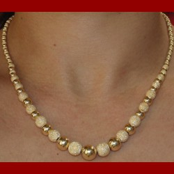 Collier boule brillante et satinée or 18 carats