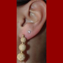 Boucles d'oreilles boules satinée or 18 carats