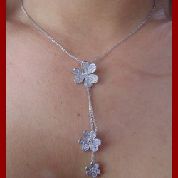 Collier pampille fleur or 18 carats