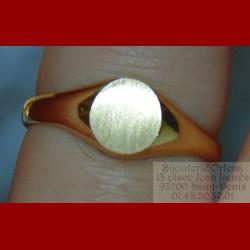 Chevalière ovale classique or 18 carats