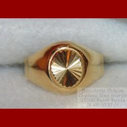 Chevalière ovale ciselée or 18 carats