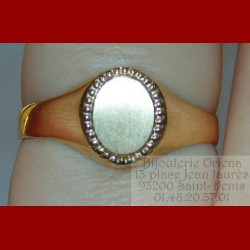 Chevalière ovale perlée or 18 carats